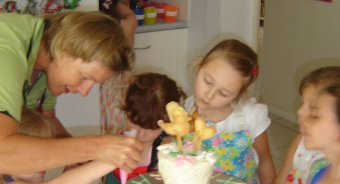 Cake decorating (2)