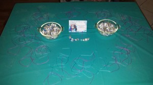 FRozen party activity make a bracelet